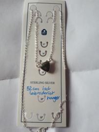 Labradoriet hanger aan sterling zilveren ketting