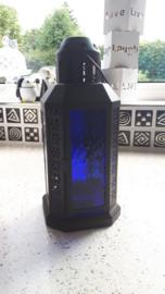 Zwart windlicht met kobalt blauw glas