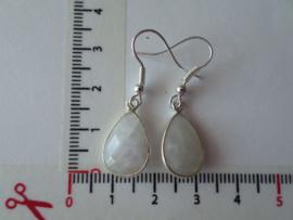 maansteen in zilveren omlijsting met zilver