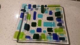 Doorzichtige schaal met groen/blauwe rechthoekjes