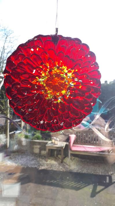 Rode bloem hanger
