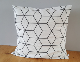 Kussenhoes wit hexagon brede lijn 50x50