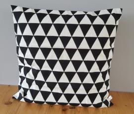 Kussenhoes zwart/wit driehoek 50x50