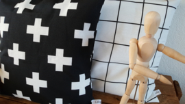 Kussenhoes zwart/wit plusje 40x40