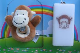 Geboortekaars Aap  & knuffel-rammelaar in geschenkdoos