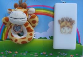 Geboortekaars Giraffe  & knuffel- rammelaar in geschenkdoos