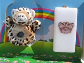 Geboortekaars Cheetah & rammelaar in geschenkdoos