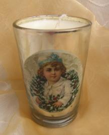 Kaars Kerstkrans met kind in glaasje vanille