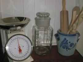 Oude glazen voorraadpot of snoeppot
