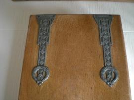 Oud houten kistje met spiegel