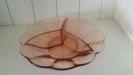 Roze glazen drievaksschaal