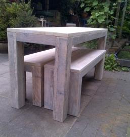 """Eettafel en banken van steigerhout voor binnen en buiten """"Bon Chose"""""""