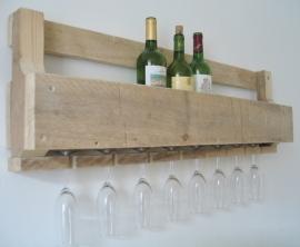 Stoer wijnrek van oud pallethout