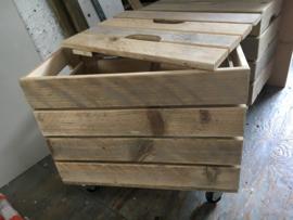 Kistjes met deksel en wieltjes van sloophout