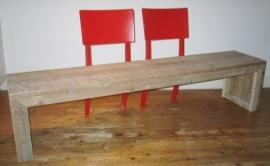Bank van steigerhout met leuning vintage stoelen