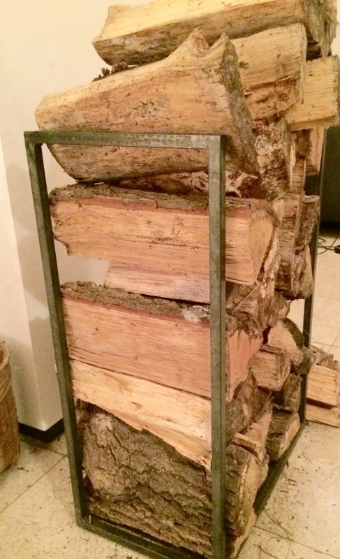 stalen rek voor opslag kachelhout