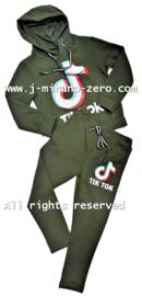 FRTT1347 joggingset Armygreen (6pcs) weer binnen