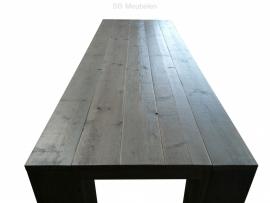 Tafel Eline, steigerhouten binnentafel