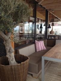 Steigerhouten meubels Beachclub Far Out