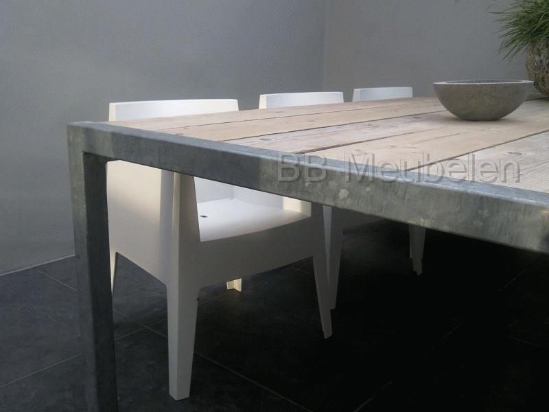 """Tafel Stabilo """"ALL"""", steigerhouten tafel met een frame van verzinkt staal"""
