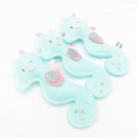 vilt decoratieslinger zeepaardje mintgroen