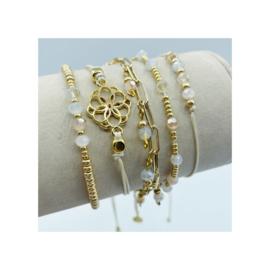 armbandje gouden schakel met facet bedeltjes