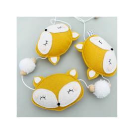 vilt decoratie slinger vosje okergeel