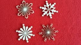 Sneeuwvlokken 5 cm 1,5mm dik chipboard 4 stuks