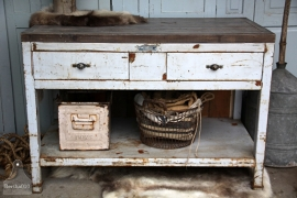 Industriële toonbank/dressoir (131708)....verkocht