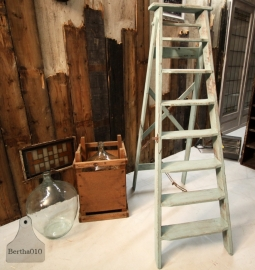 Oude houten trapleer turquiose (130722)..verkocht