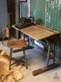 Oude bureaustoel (135299)