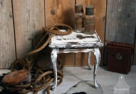 Oud landelijk klein wit tafeltje (101112) verkocht