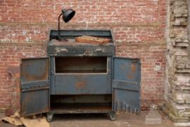 Oude ijzeren fabriekskast (136183) verkocht