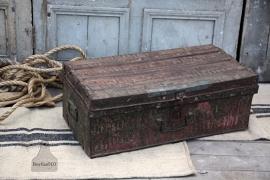 Ijzeren geleefde reiskoffer (132025) verkocht