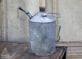 Oud olieblik met houten dop (131750)..verkocht