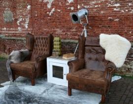Oude lederen stoel (130171)..verkocht