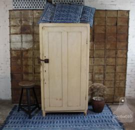 Oude kledingkast (134645) verkocht