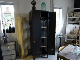 Oude locker met gaas (132574)..vekocht