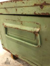 Oude ijzeren kist (143725) verkocht