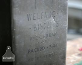 Welfare biscuit blik 1944 (130040)..verkocht