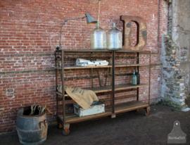 Authentieke industriële kast op wielen (136710)..verkocht