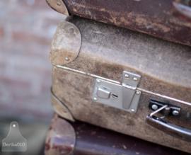 Oude geleefde reiskoffers (133595)....verkocht