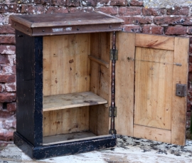 Oud hangkastje (131042)..verkocht