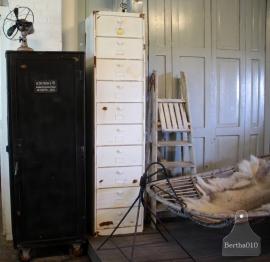 Oude kleppenkast (132397)............verkocht