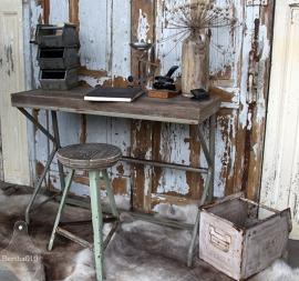 Oud ijzeren bureau met oud houten blad (131636, 131659)..verkocht