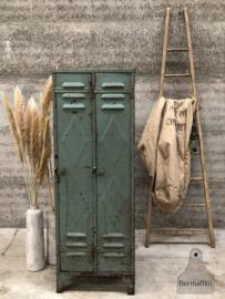 70 jarige oude locker 2-deurs (143955) verkocht