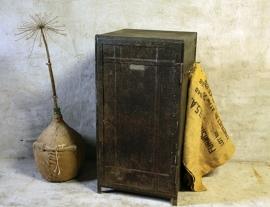 IJzer kastje zwart (132175)..verkocht
