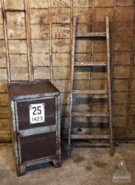 Oude fabriekskast (137423) verkocht