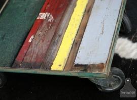 Industrieel tafeltje op wielen (130507)..verkocht