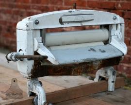 Industriële werkbank met antieke waswringer (130172)